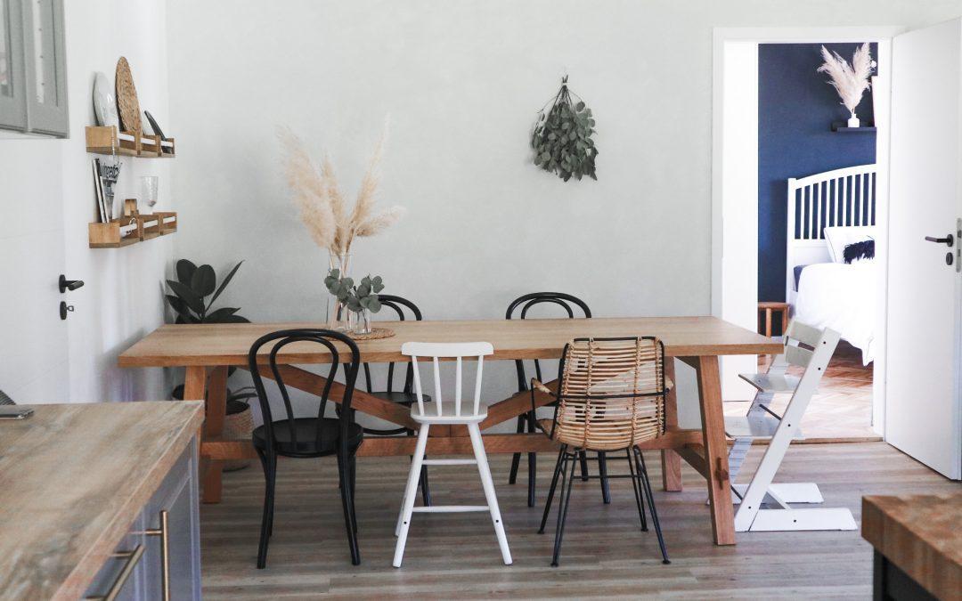 NAŠA NOVA JEDILNICA: Mix stilov in stolov.