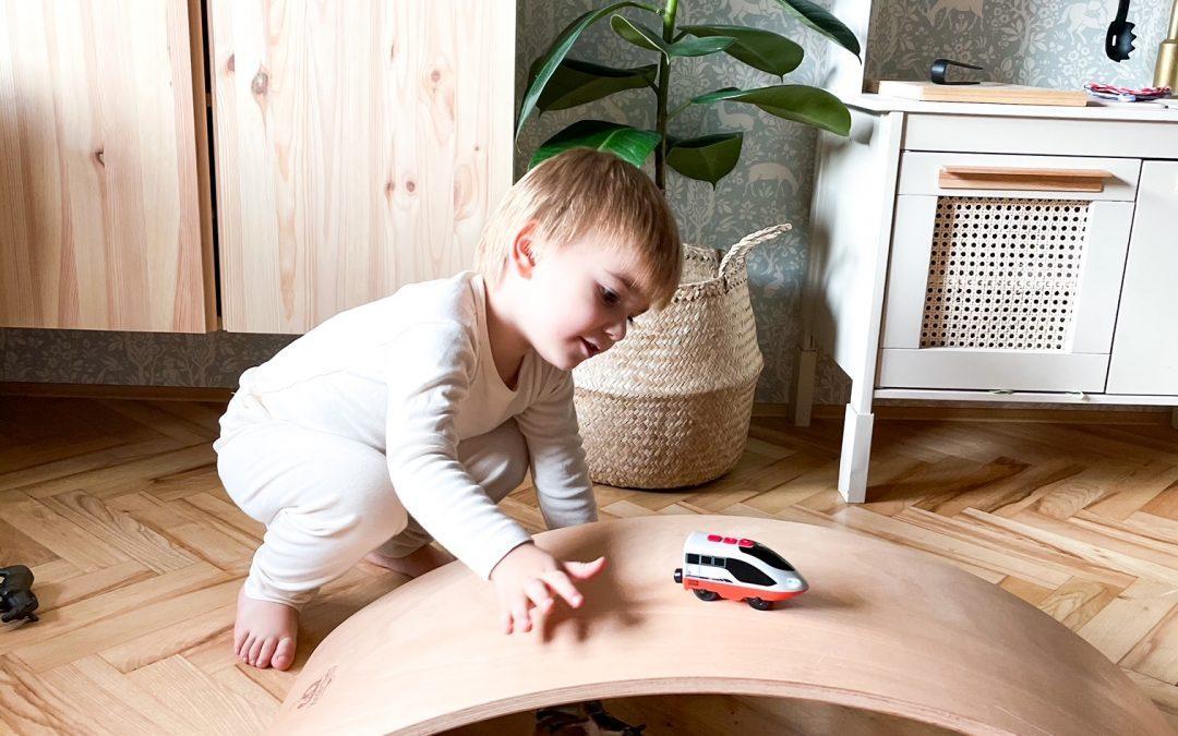 Kinderfeets kinderboard – ena izmed najljubših igrač pri nas